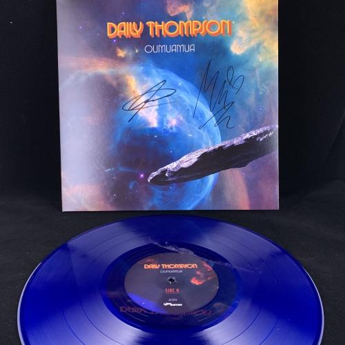 Daily Thompson - Oumuamua - LP (Erstauflage Blaues Vinyl - SIGNIERT)